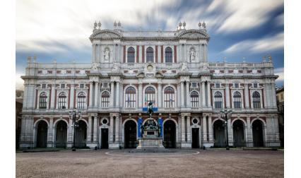 Дворецът Кариняно в Торино, Италия