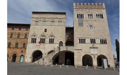 Общинският дворец - Тоди, Италия