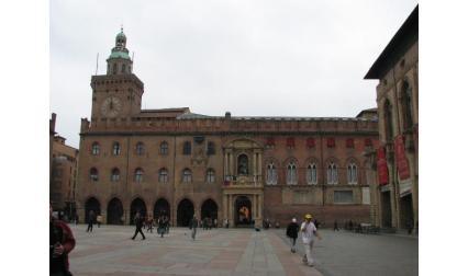 Изглед към общинският дворец в Болоня