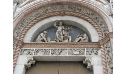 Катедралата в Болоня - статуи над входа