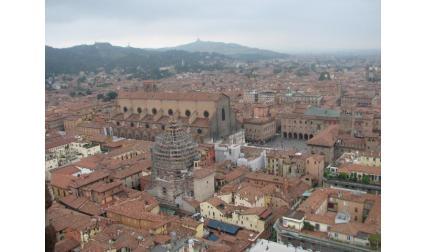 Болоня - поглед към площада и катедралата