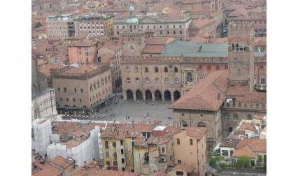 Болоня - централният площад с градския музей