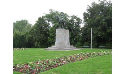 Паметник в Брюж