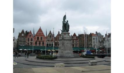 Брюж - площад