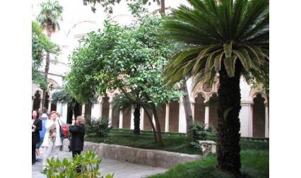 Дворът на Доминиканския манастир