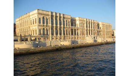Истанбул - сграда на Босфора