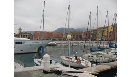 Пристанището в Ница
