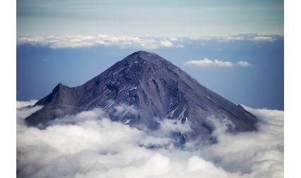 Вулканът Попокатепетъл, Мексико