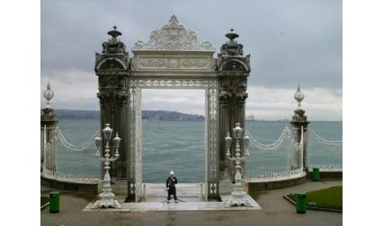 Долмабахче - портата на двореца