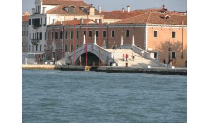 Красив мост във Венеция
