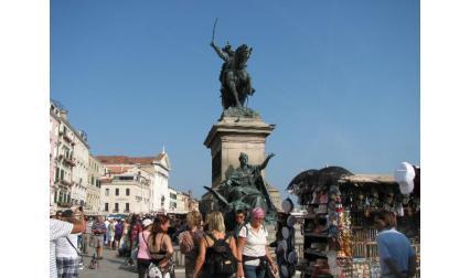 Паметник на Виктор Емануил ІІ във Венеция