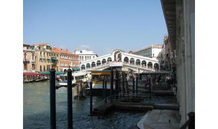 Мостът Риалто на Големия канал във Венеция