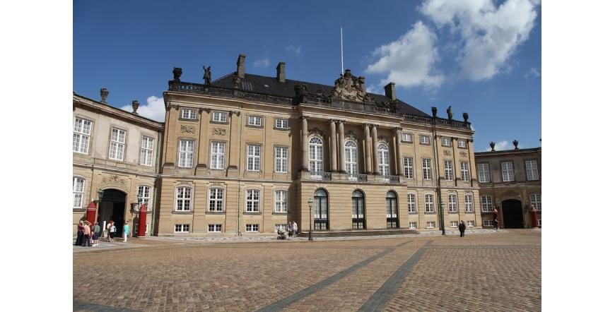 Дворецът Амалиенборг